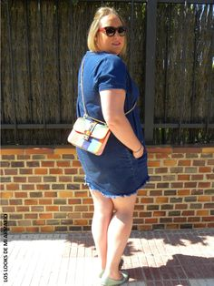 ASOS-los-looks-de-mi-armario-talla-grande-curvy-plus-size-little-denim-dress-vestido-denim-bolso-valentino-colores-blogguer-madrid-blogger-curvy-rockStud-alentino-personal-shopper-madrid