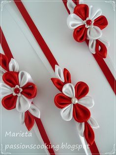 честита баба марта - Google Търсене Cloth Flowers, Felt Flowers, Diy Flowers, Fabric Flowers, Paper Flowers, Shibori, Kanzashi Tutorial, Yarn Dolls, Barrettes