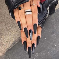 21 Bold and Edgy Black coffin nails - Matte black coffin nails Informations About 21 Fett und Edgy Black Sargnägel Pin You can easily use - Black Coffin Nails, Matte Black Nails, Black Acrylic Nails, Black Nail Art, Best Acrylic Nails, Black Glitter Nails, Matte Stiletto Nails, White Nail, Black Acrylics
