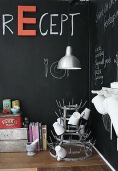 Kitchen Blackboard with letters Chalkboard Wall Kitchen, Blackboard Wall, Chalkboard Paint, Chalk Wall, Diy Interior, Interior Design, Blog Vintage, Kitchen Corner, Küchen Design