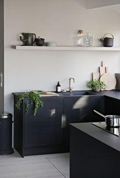 Bold, matt and full of love for great design: black and white modern kitchen inspiration. // Stark, matt und voller Designliebe: Kücheninspiration für die moderne Küche in Schwarz-Weiß. #enjoysiemens