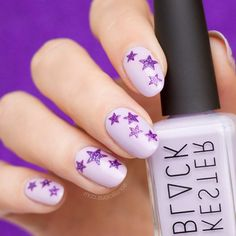 The nail art industry is so broad and extensive that people cannot get enough of it! In the midst of countless nail design ideas, star nails are a top-notch cho Gel Nails At Home, Gel Nail Art, Halo Nails, Rock Star Nails, Star Nail Designs, Healthy Nails, Types Of Nails, Artificial Nails, Blue Nails
