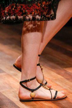 Valentino Spring 2015 Ready to Wear Sandalias Gladiadoras Negras Bajitas