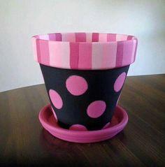Pink Polka Dots su Black Painted Clay Pot con EmmaJosAttic Source by Flower Pot Art, Flower Pot Design, Flower Pot Crafts, Clay Pot Projects, Clay Pot Crafts, Painted Clay Pots, Painted Flower Pots, Hand Painted, Pots D'argile
