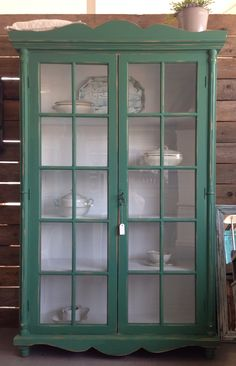 Vitrinekast Warm Green €325.- #chalkpaint #abbondanza # stylehuntersveendam