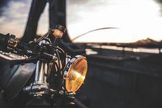 C'est ici qu'on met les bien molles....BMW Café Racer - Page 33