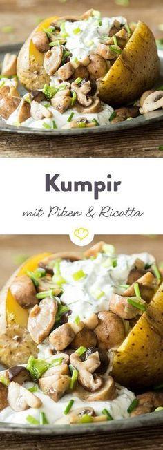 Warme Ofenkartoffel mit herzhaften Pilzen, Radieschen und Kräutern. Komplettiert wird die Knolle mit sahniger Ricotta-Creme.