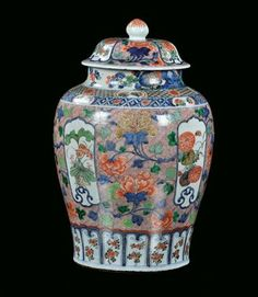 Porcelain Potiche with cover with polychrome vegetable decoration, China, Qing Dynasty, Kangxi Period h cm 60 - Fine Chinese Works of Art - Cambi Casa d'Aste Vegetable Decoration, Chinese Emperor, Japanese Porcelain, Chinese Ceramics, Qing Dynasty, Ginger Jars, Chinoiserie, Vases, Oriental