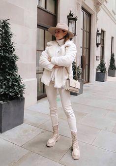 Más allá de los leggings negros: 10 looks para llevarlos con estilo Winter Fashion Outfits, Fall Winter Outfits, Classy Outfits, Stylish Outfits, Beige Outfit, Mode Inspiration, Aesthetic Clothes, Ideias Fashion, Zara