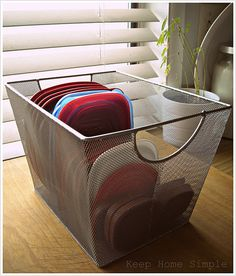 A great way to store those nasty tupperware lids