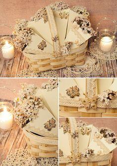 Conos románticos y delicados para los pétalos de la boda