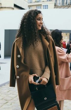 The best beauty moments on the street at Paris Fashion Week.