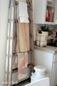 Old Ladder in a Vintage Farmhouse Kitchen Vintage Farmhouse, Farmhouse Style, Farmhouse Decor, Farmhouse Ideas, Vintage Country, Modern Country, Vintage Soul, Rustic Style, Diy Ladder