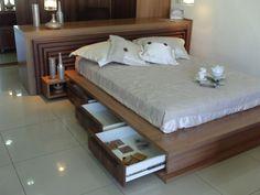 cama com gaveta 4 Narrow Rooms, How To Make Bed, Home Decor Bedroom, Queen Size, Sweet Home, Loft, Furniture, Design, Oreos