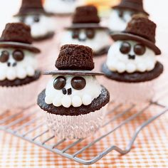 Stop the presses! These too-cute cupcakes are a must-bake for your Halloween party. There's room for creativity on these delicious...