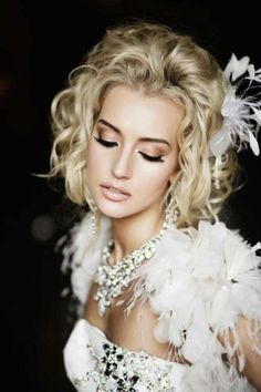 Unique wedding hairstyles with bangs probably the best, they are simple and sophisticated and look good on almost all types of hair. Bridal hairstyles with bangs look fabulous with curls, waves, ac… Short Bridal Hair, Curly Wedding Hair, Prom Hair, Wavy Bob Hairstyles, Bride Hairstyles, Hairstyle Ideas, Hair Ideas, Perfect Hairstyle, Bridesmaid Hairstyles