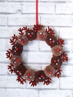 Handmade Christmas reindeer pom pom wreath Xmas presents – strange Xmas ideas Out of all of the things that we have previously found beneath Christmas Pom Pom Crafts, Christmas Wreaths To Make, Holiday Wreaths, Christmas Projects, Holiday Crafts, Christmas Holidays, Christmas Ornaments, Christmas Music, Christmas Wrapping
