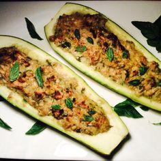 Tikvice punjene tunjevinom s Serbian Recipes, Lchf, Bon Appetit, Zucchini, Keto Recipes, Food And Drink, Vegetables, Healthy, Salads