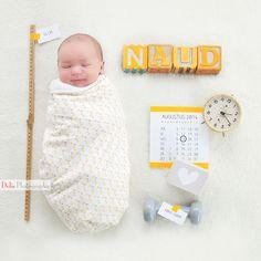 newborn pose baby calendar, clock, weight, name