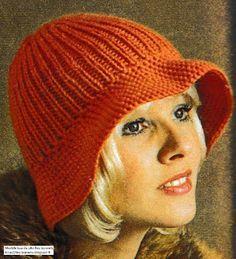 Des bonnets: Chapeau femme tricoté aux aiguilles