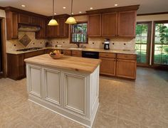 68 Ideas kitchen floor tile with oak cabinets butcher blocks Oak Kitchen Cabinets, Maple Cabinets, Kitchen Paint, Kitchen Redo, Wood Cabinets, Kitchen Flooring, New Kitchen, Kitchen Remodel, Custom Cabinets