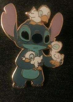 Lilo and stitch with ducks collectible Disney pin le500