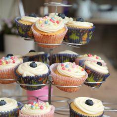 Ingen bursdag uten muffins, og de var selvsagt også på plass da vi feiret Mathias' fireårsdag med både voksenselskap og barneselskap i helgen.