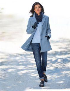 Damenjacke mit Schurwolle, Weite Damen-Jeans im Boyfriend-Style mit krempelbarem Saum, Damen Kaschmirpullover mit rundem Ausschnitt und Seitenschlitzen, Damen Leder-Handschuhe, Damen Schnürschuhe in spitzer Form mit flachem Absatz, Damen Loopschal aus Kaschmir