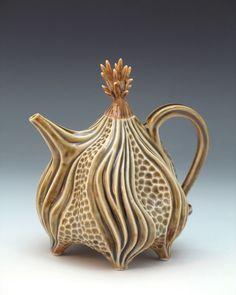 Roberta Polfus porcelain teapot in celadon green Pottery Teapots, Teapots And Cups, Ceramic Teapots, Ceramic Clay, Ceramic Pottery, Pottery Art, Teapots Unique, Vintage Teapots, Tea Art
