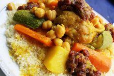 Dish.0621  クスクス from Fez,Morocco 北アフリカで日常的に食べられるクスクス、一般的、までとは言えないけれど日本でも認知が高まってきている食材または料理と言える。デュラム小麦から作る粒状の粉食で極端に言えばパスタの一種と言える。