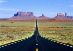 I think this is not only a leading line photograph but also a forced perspective. The lines point you and work with the object in the back to make the image look good. A Level Photography, Photography Basics, Photography Ideas, Rules Of Composition, Lead Lines, Forced Perspective, Vanishing Point, Depth Of Field, Monument Valley