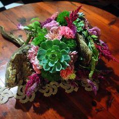 #alcachofaservices #suculenta #Woodland #centerpiece pieza echa en tronco de madera, se ve increíble en casa o en un evento.