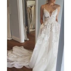 Sexy Spaghetti Straps Wedding Dress Bridal Gown with Lace Court Train