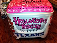 Custom painted cooler for tailgates! I'm so doing this! I don't know how to paint though.
