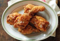 This Southern fried chicken wings recipe is chicken dredged in milk and flour seasoned with paprika, pepper, and Parmesan. Southern Fried Chicken Wings Recipe, Perfect Fried Chicken, Fried Chicken Recipes, Easy Eat, Fries In The Oven, Yum Yum Chicken, Southern Recipes, I Foods, Cooking Recipes