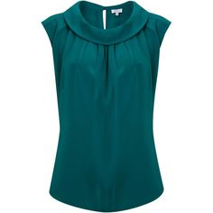 Trendy Sewing Tops For Women Boat Neck Blouse Styles, Blouse Designs, Shorts E Blusas, Casual Outfits, Fashion Outfits, Womens Fashion, Boat Neck Tops, Vogue Fashion, Slim Legs