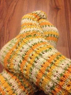 Knitting Socks, Knit Socks, Boot Toppers, Sock Shoes, Fingerless Gloves, Arm Warmers, Mittens, Diy And Crafts, Knit Crochet