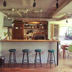 kan2さんの、caffe mix,キッチン雑貨,カウンター,NO GREEN NO LIFE,ルイスポールセン,サブウェイタイル,観葉植物,新タグ,配管むき出し,部屋全体,のお部屋写真