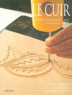 Le cuir - Maria Teresa Lladó i Riba, Eva Pascual i Miró - Gründ Leather Stamps, Leather Art, Leather Books, Leather Design, Leather Tooling, Leather Jewelry, Leather Jacket, Leather Carving, Sculpture Sur Cuir