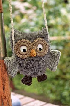 in French, but pictures speak Finger Knitting, Loom Knitting, Baby Knitting, Knitting Patterns, Crochet Owls, Knit Crochet, Addi Knitting Machine, Owl Fabric, Pom Poms