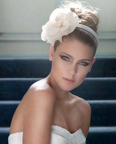 Meninas, hoje resolvi postar aqui algumas fotos de make inspiradoras para as noivas de plantão curtirem o sábado. Confiram:  ...