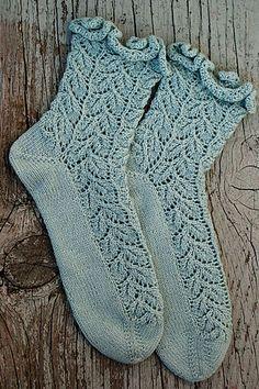 Ravelry: Drooping Elm Socks pattern by Christie Pruitt