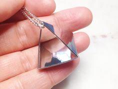 PRISMA STATEMENT HALSKETTE – Designer-Schmuck Silber, Gliederkette, Handarbeit, Mode, Fashion, Metall-Anhänger, Messing, Dreieck von VAVSTUDIO auf Etsy