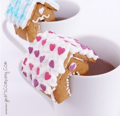 tiny gingerbread houses !! so cute