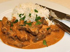 Biff Stroganoff i slowcooker - crockpot. Crock Pot Slow Cooker, Slow Cooker Recipes, Crock Pot Stroganoff, Health Dinner, Slow Food, Dinner Recipes, Food And Drink, Favorite Recipes, Curry
