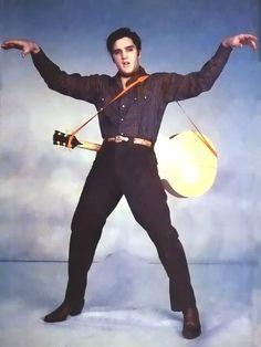 Elvis Presley In Loving you King Elvis Presley, Elvis Presley Images, Elvis Presley Movies, Two Movies, 2 Movie, Graceland, Mississippi, Kim Basinger Now, Elvis Guitar