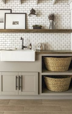 Do you want to create the best nice modern farmhouse laundry room ideas in your home? Charming and stylish laundry is indeed a choice and dreams for everyone. Then, how to create a good farmhouse laundry room design? Here is… Continue Reading → Farmhouse Laundry Room, Laundry In Bathroom, Cottage Farmhouse, Cozy Cottage, Basement Laundry, Small Laundry, Laundry Closet, Teen Basement, Laundry Art