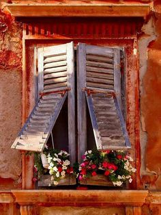 Love the way the shutters have a hinge!