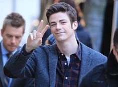 Grant Gustin & Rick Cosnett Film 'The Flash' In Vancouver Photos Supergirl Dc, Supergirl And Flash, Justice League Show, Flash Barry Allen, The Flash Grant Gustin, Dc Tv Shows, Cw Series, Fastest Man, Dc Legends Of Tomorrow