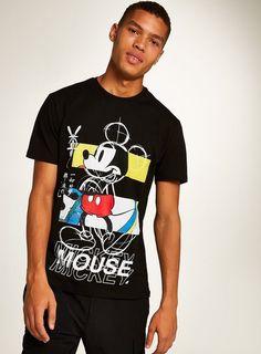 Black Block Mickey Mouse T-Shirt Polo Shirt Outfits, T Shirt Vest, Mickey Mouse T Shirt, T Shorts, Shirt Mockup, T Shirt Costumes, Men Looks, Mens Tees, Minimalist Fashion